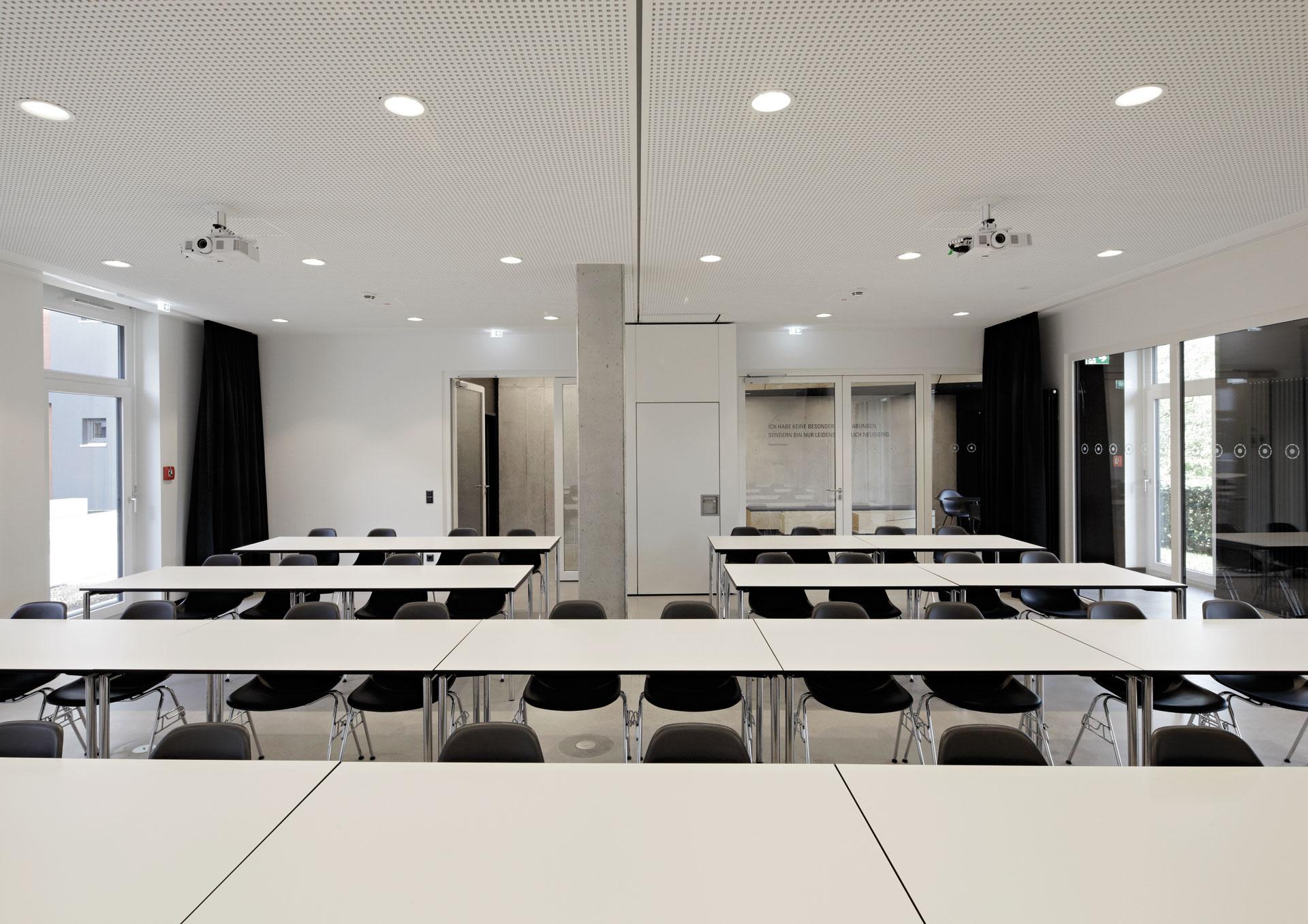 Seminarzentrum am rossneckar esslingen labor weltenbau for Produktdesign freiburg