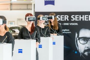 MERCEDES BENZ / ZEISS COOPERATION - E-CLASS LAUNCH (D)